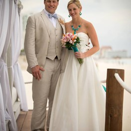 Doug Grosch marries Stephanie Mitchell in Cancun